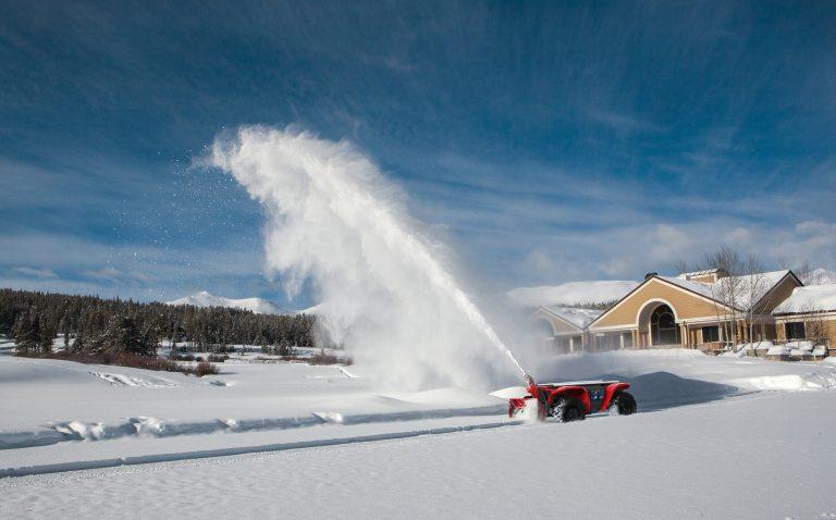 Robot Tự Hành được ứng dụng trong dọn tuyết.