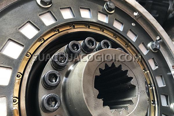 Bộ mô tơ và máy phát trên động cơ của máy xúc Komatsu Hybrid HB205-1 HD215LC-1