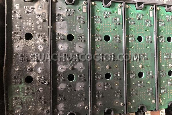 Bộ capacitor (Tụ điện) mã sản phẩm 7875-22-5001 máy xúc Komatsu Hybrid HB205-1 HD215LC-1 bị cháy nổ