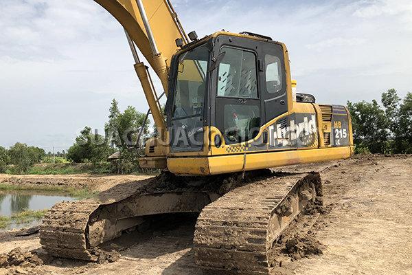 Hình ảnh xe máy xúc Komatsu HB205 tại Việt Nam