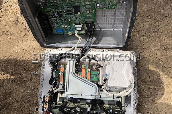 Bộ Inverter (Biến tần) của máy xúc Komatsu Hybrid HB205-1 HD215LC-1 đang bị hỏng cần sửa chữa