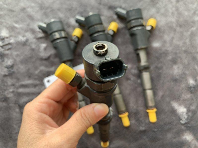 Kim phun điện tử (béc điện tử) động cơ máy xúc 4D95