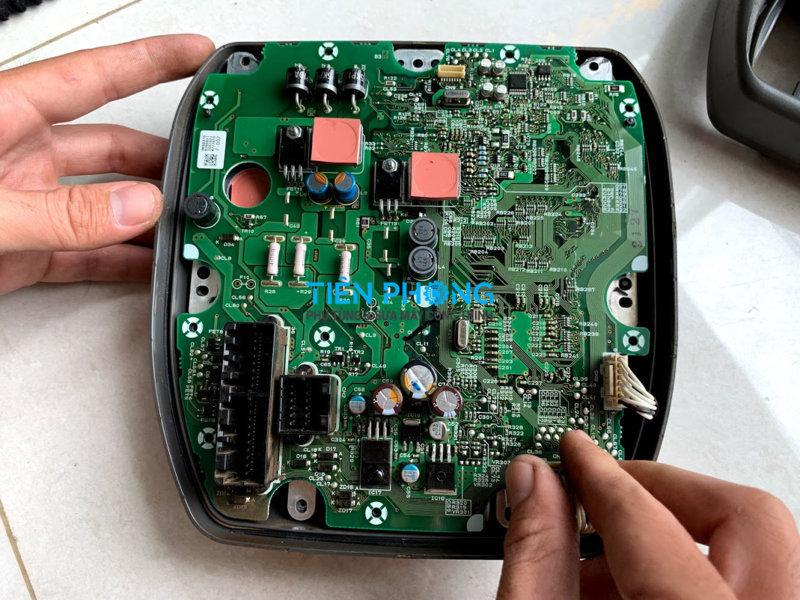 Sửa đồng hồ máy xúc Hitachi ZX200-3