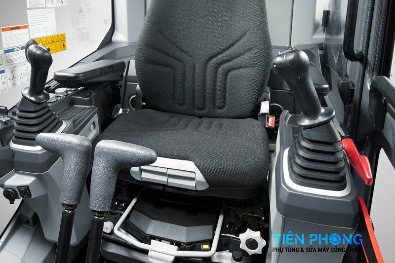 Bên trong cabin Máy Xúc Kobelco Sk 140SRLC-7
